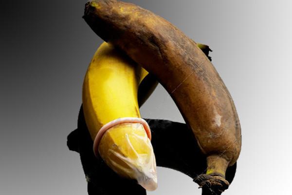 1-safe-sex-banana-3-600x400